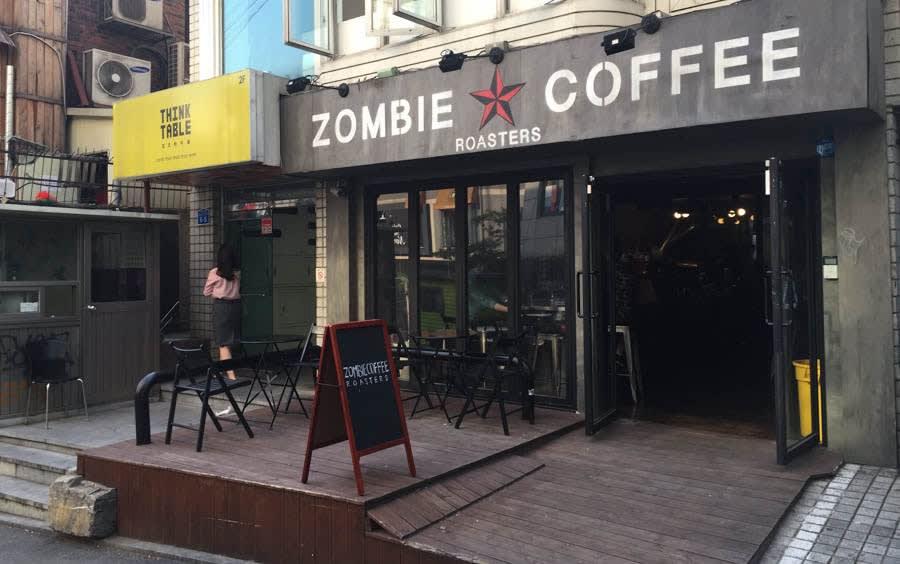 Bên ngoài quán zombie coffee roasters