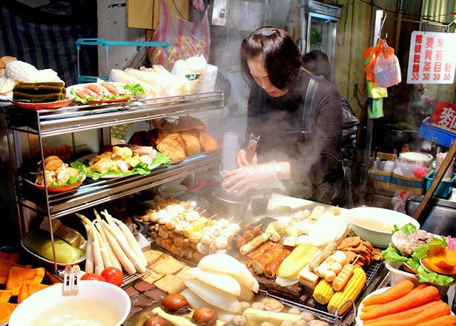 ăn vặt ở chợ đêm da dong trong 3 ngày ở đài loan