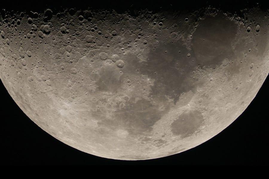 mùa thu ở hokkaido: ngắm mặt trăng qua kính thiên văn