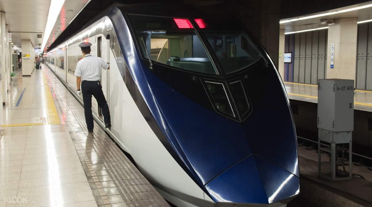 đi tàu điện ngầm tại osaka với amazing pass