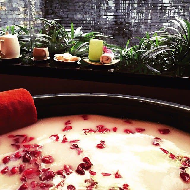 bồn tắm hoa hồng tại divana spa