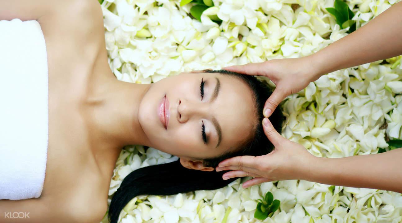 massage mặt tại oasis spa