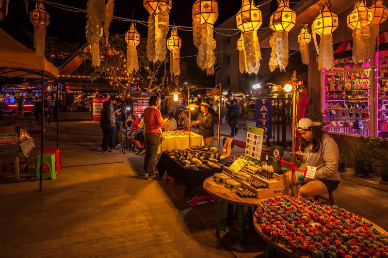 chợ đêm bazaar là một địa điểm du lịch mùa trung thu
