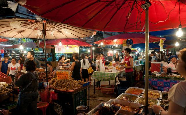 chợ đêm bazaar ở chiang mai là một địa điểm du lịch mùa trung thu
