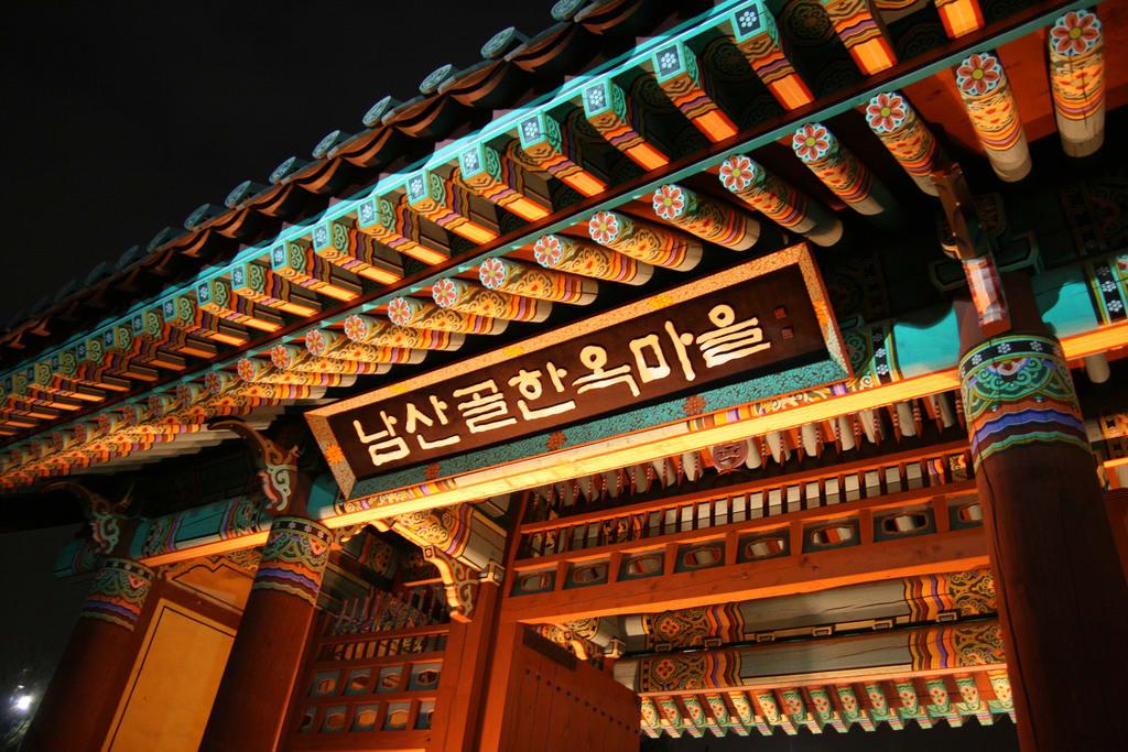 cung điện gyeongbok là một địa điểm du lịch mùa trung thu