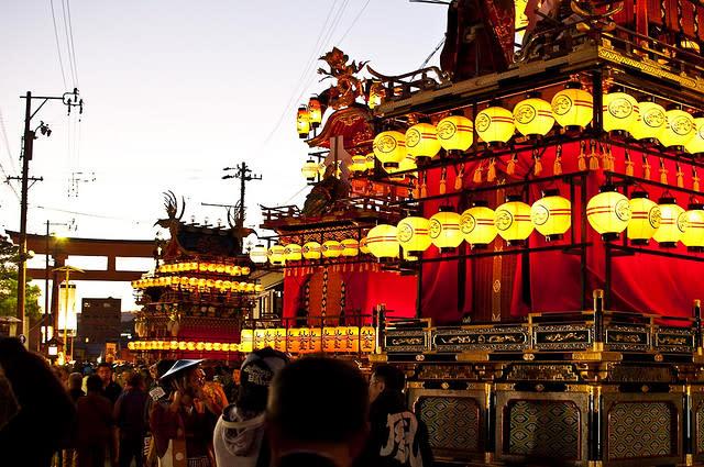 lễ hội mùa thu takayama nhật bản là một trong những ý tưởng du lịch mùa trung thu