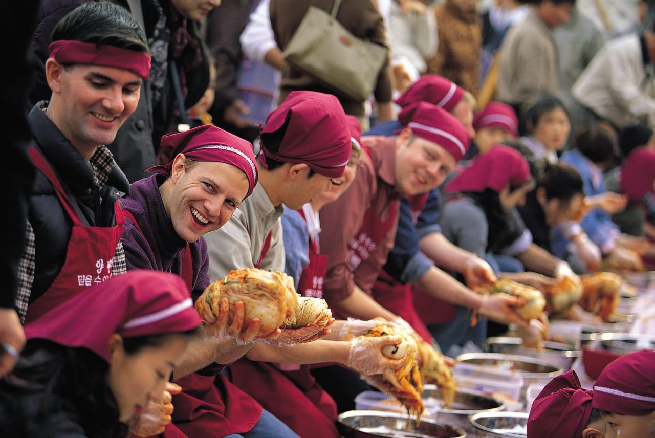 lễ hội văn hóa kimchi thế giới gwangju  là một trong 10 lễ hội ở hàn quốc bạn phải tham gia