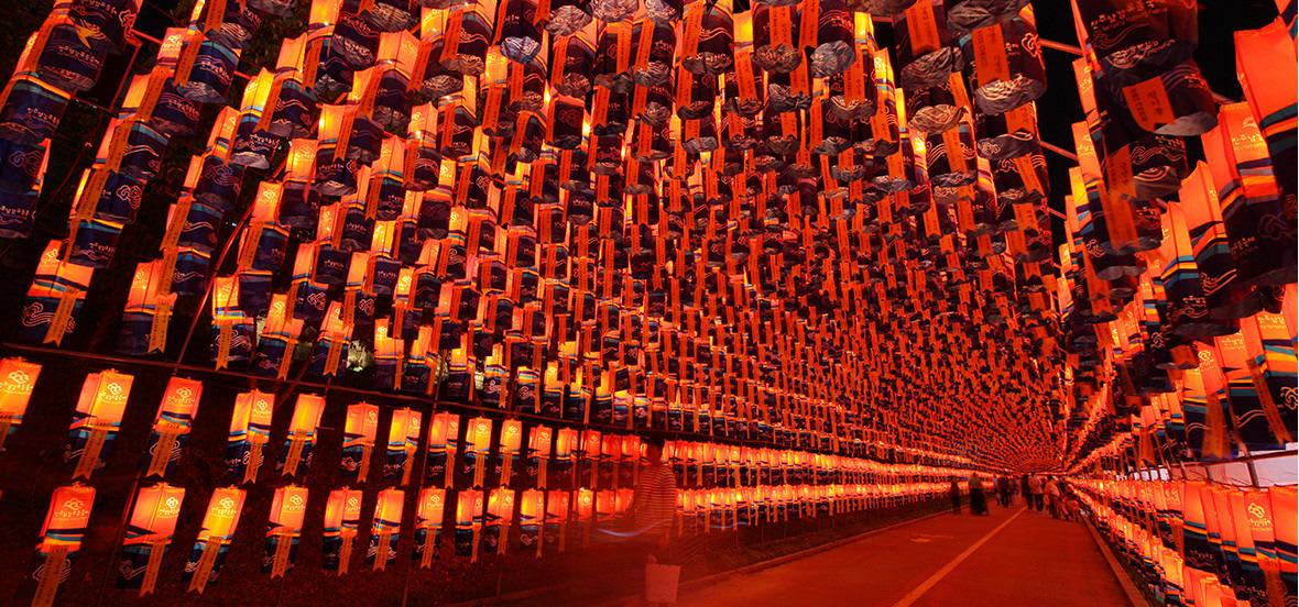 lễ hội đèn lồng jinju  là một trong 10 lễ hội ở hàn quốc bạn phải tham gia
