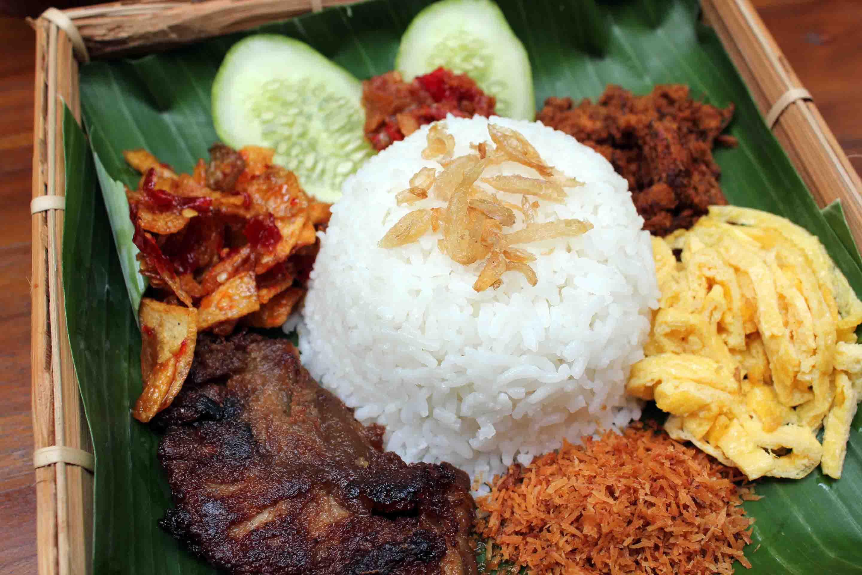 cơm nước cốt dừa là một trong 30 món ăn ở singapore phải thử