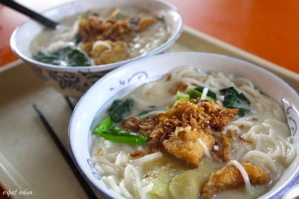 đầu cá bee hoon là một trong 30 món ăn ở singapore phải thử