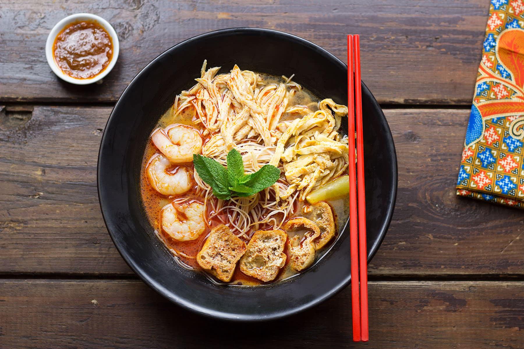 bún nước laksa là một trong 30 món ăn ở singapore phải thử