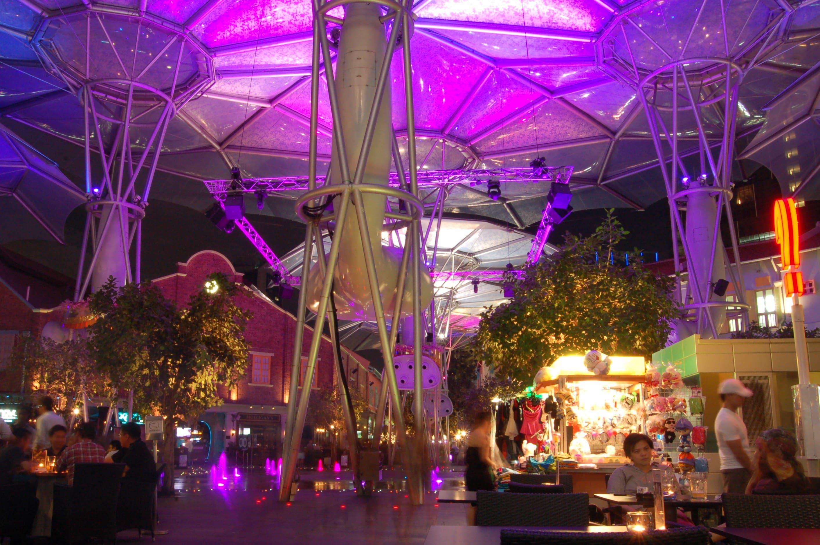 clarke quay là một trong những điểm đến ở singapore cho hội độc thân