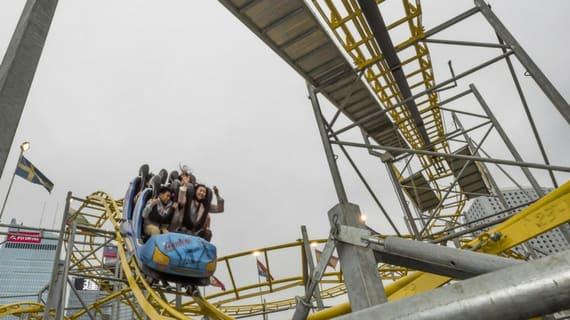 lễ hội hoành tráng nhất singapore: cyclone coaster