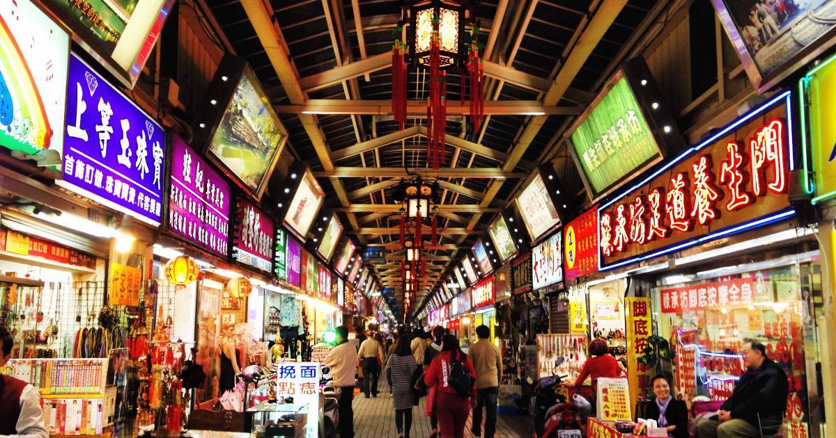 đừng quên ghé chợ đêm huashi trong chuyến khám phá trọn đài loan