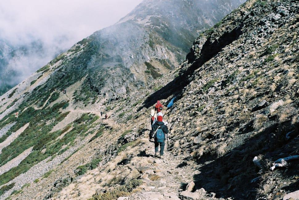 tham gia leo núi khi đi du lịch tự túc đài loan