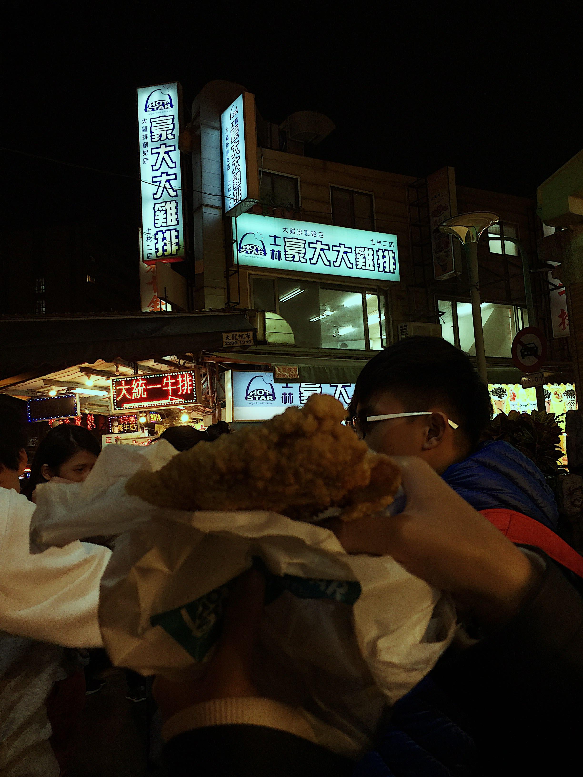 chợ đên shilin là nơi không thể thiếu trong địa điểm du lịch ở đài bắc