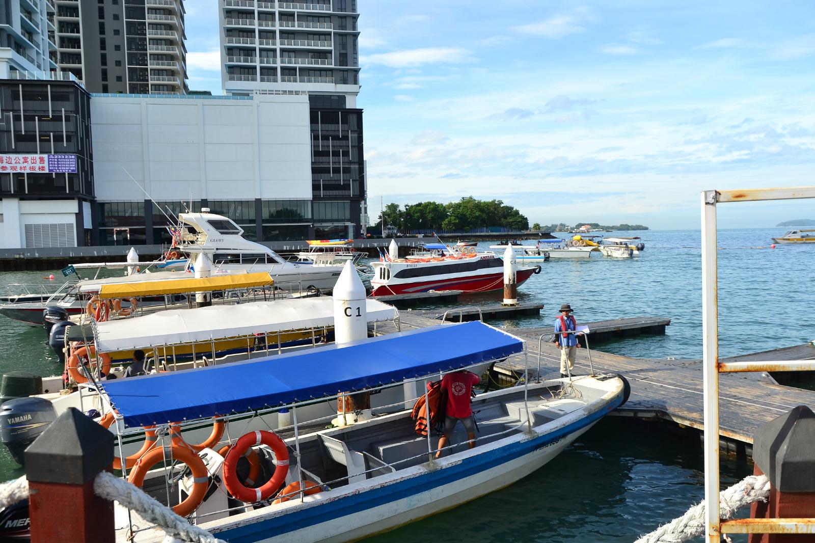 du lịch kota kinabalu - tàu ở cảng