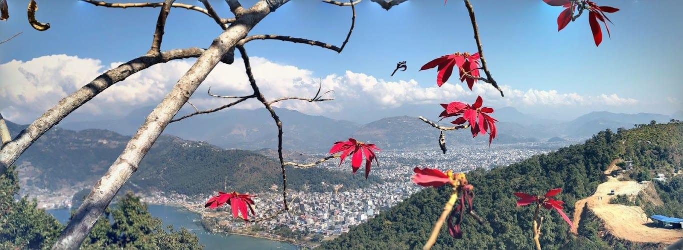 du lịch nepal: cảnh từ con đường đến world peace pagoda