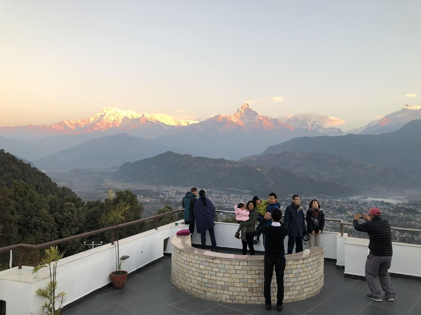 du lịch nepal: đón bình minh tại rooftop của himalayan front hotel