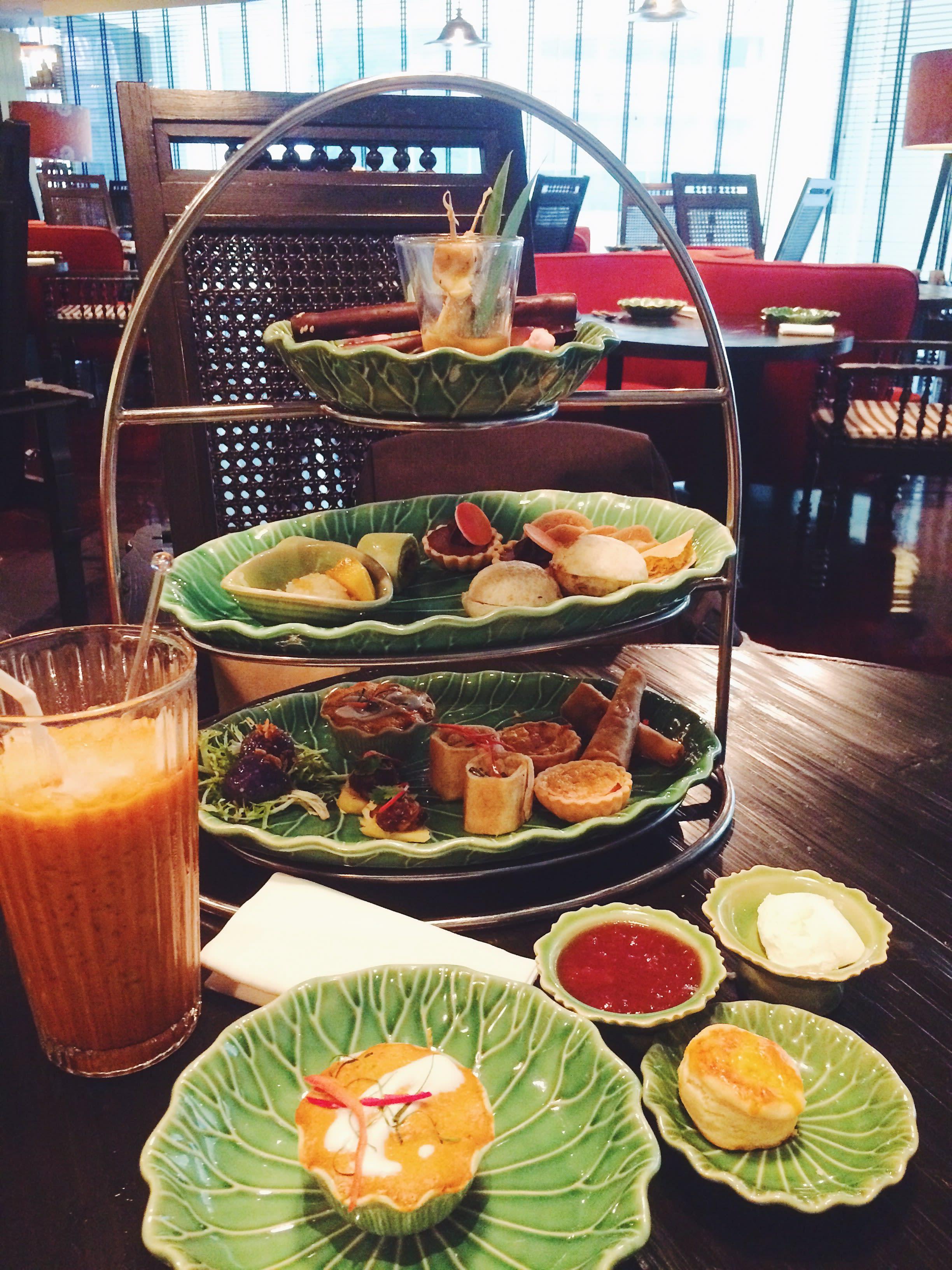 đồ ăn nhẹ tại erawan tea room trong chuyến du lịch thái lan 4 ngày 3 đêm