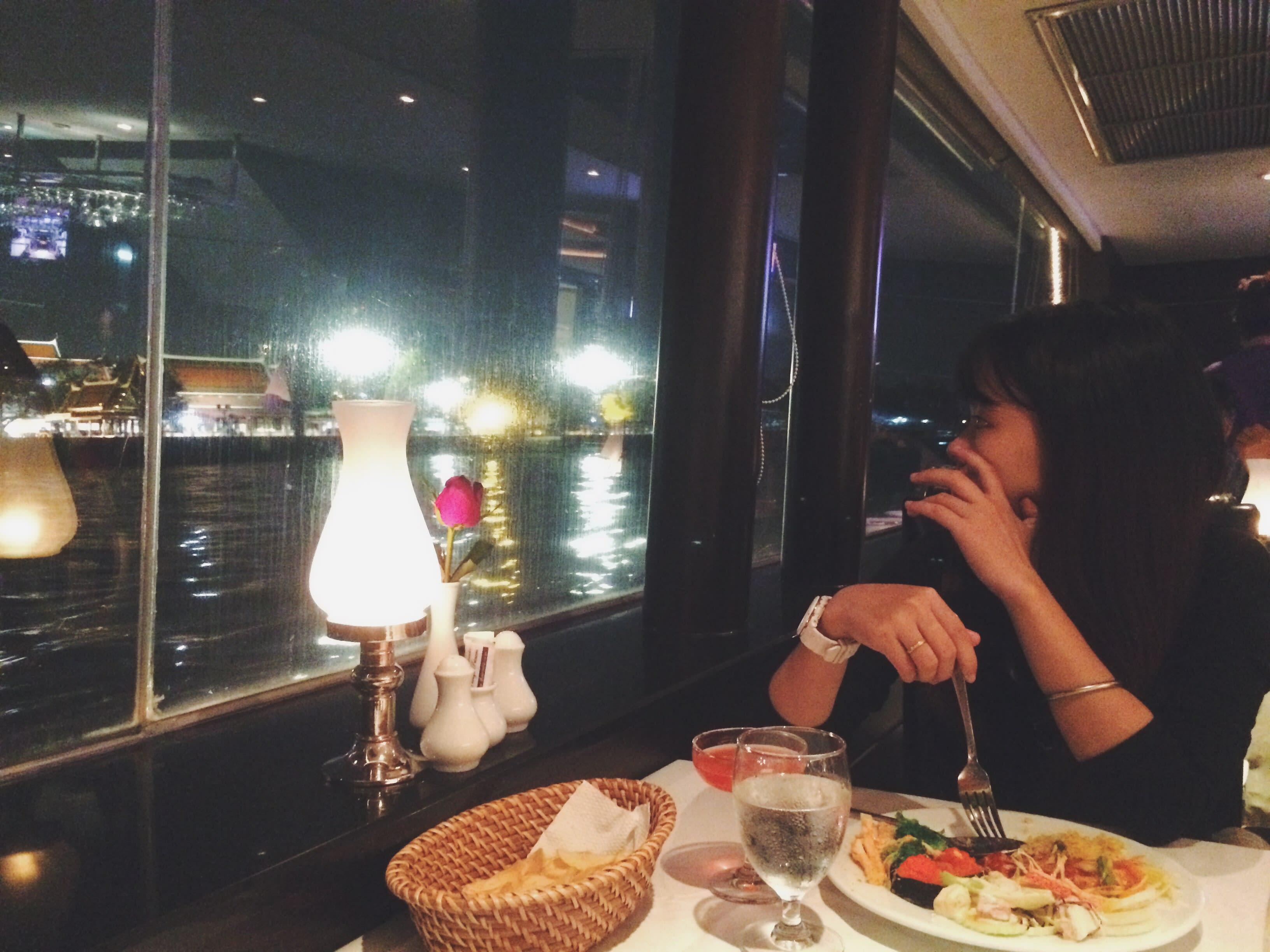 ăn buffet tại khách sạn baiyoke trong chuyến du lịch thái lan 4 ngày 3 đêm