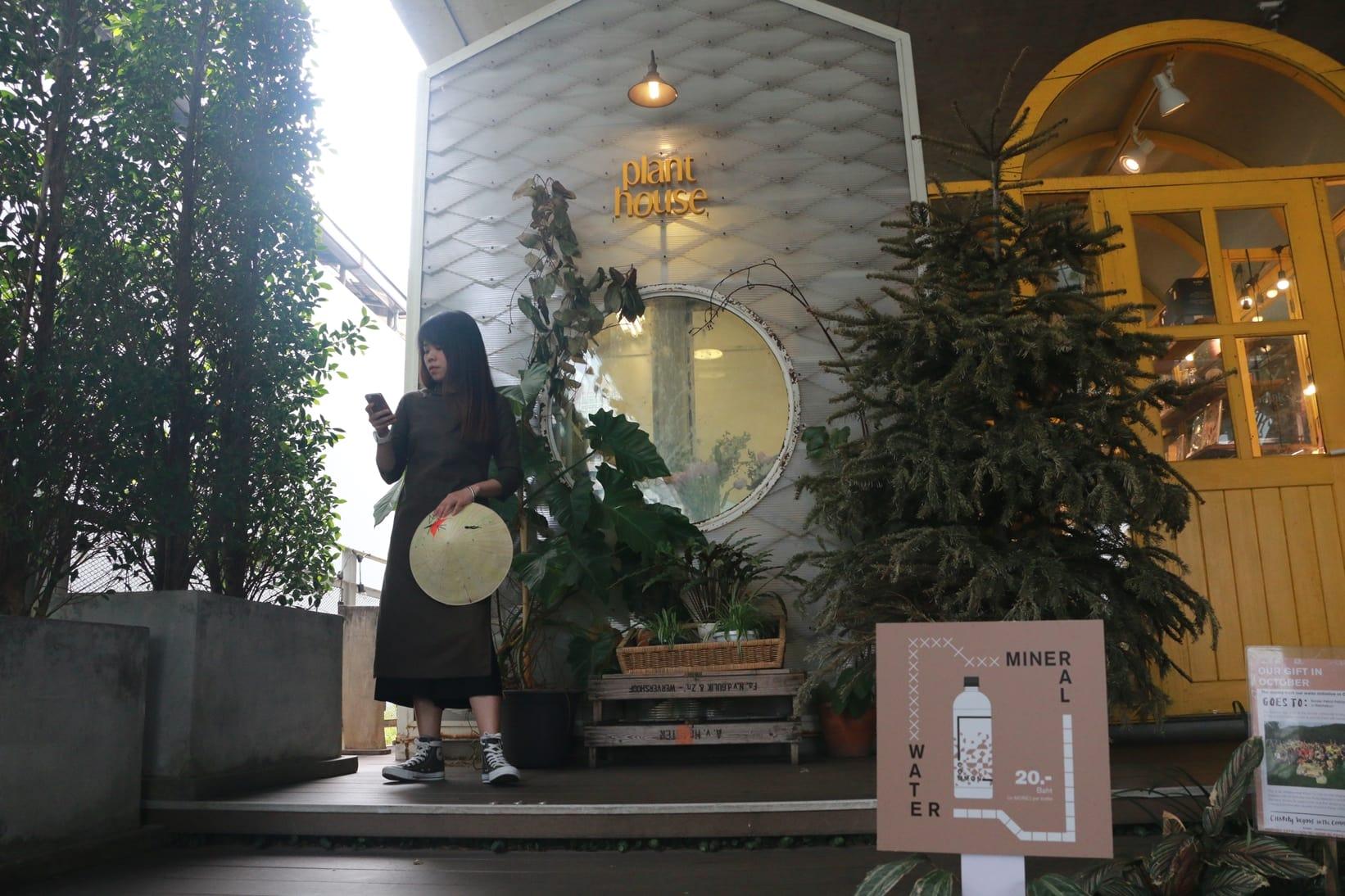 thiết kế bên trong quán the commcon coffee trong chuyến du lịch thái lan 4 ngày 3 đêm