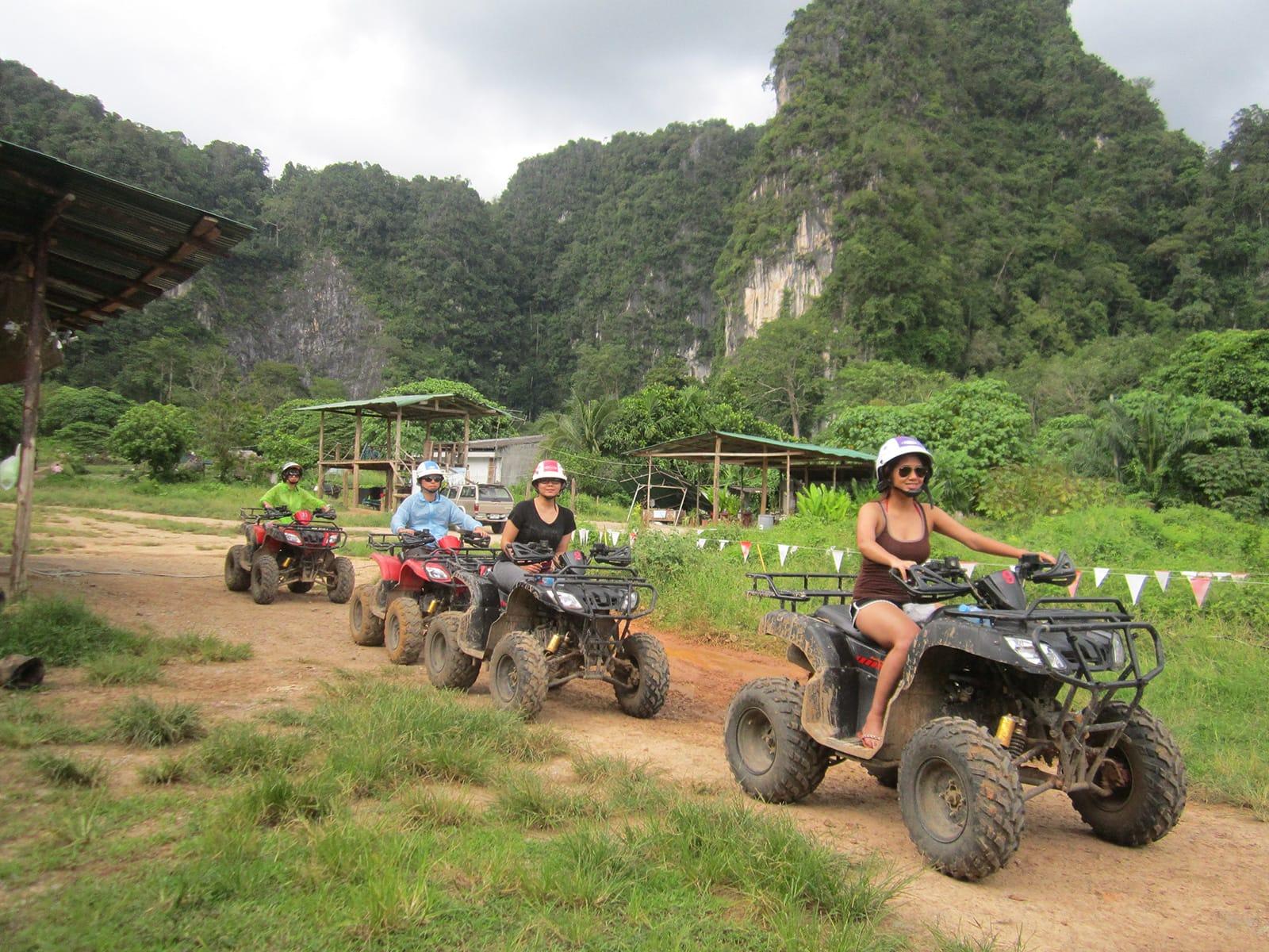 đi xe ATV là một trong những kinh nghiệm đi krabi