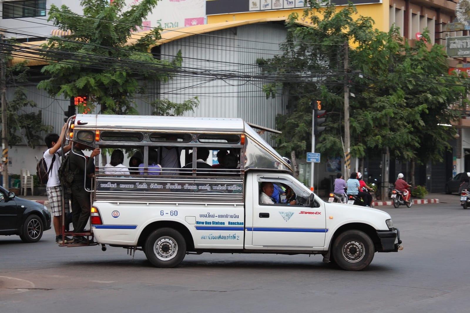 kinh nghiệm đi krabi bằng xe buýt songthaew