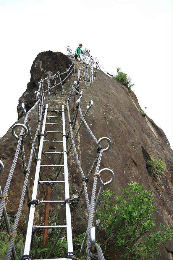 leo núi hiếu tử sơn trong chuyến du lịch đài bắc