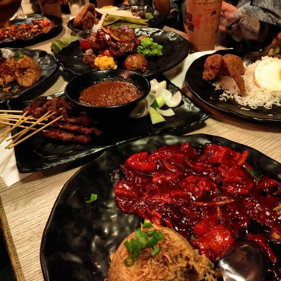 ăn tối tại spize trong chuyến du lịch singapore 3 ngày 2 đêm