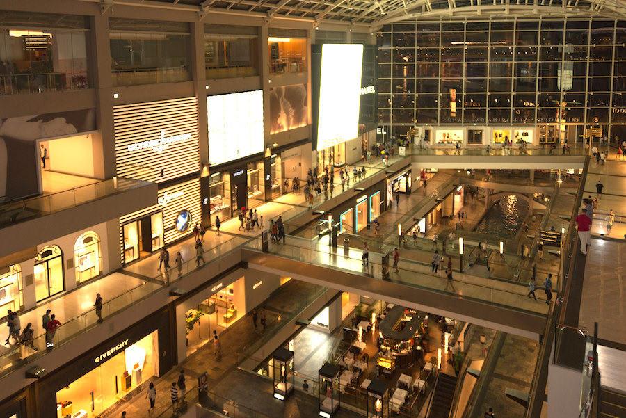 mua sắm tại marine bay sands trong chuyến du lịch singapore 3 ngày 2 đêm