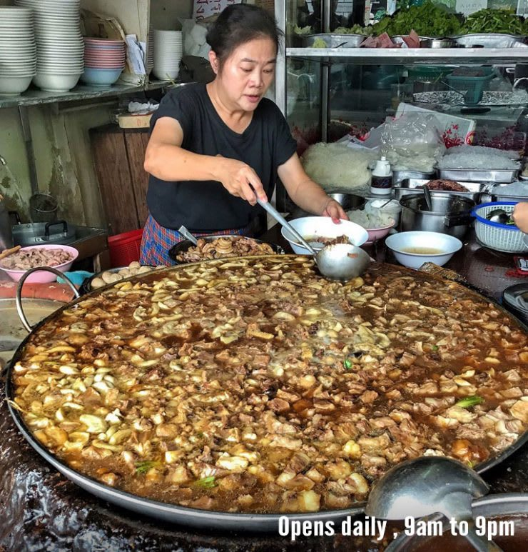 ăn canh thịt bò tại wattân panich strew stew