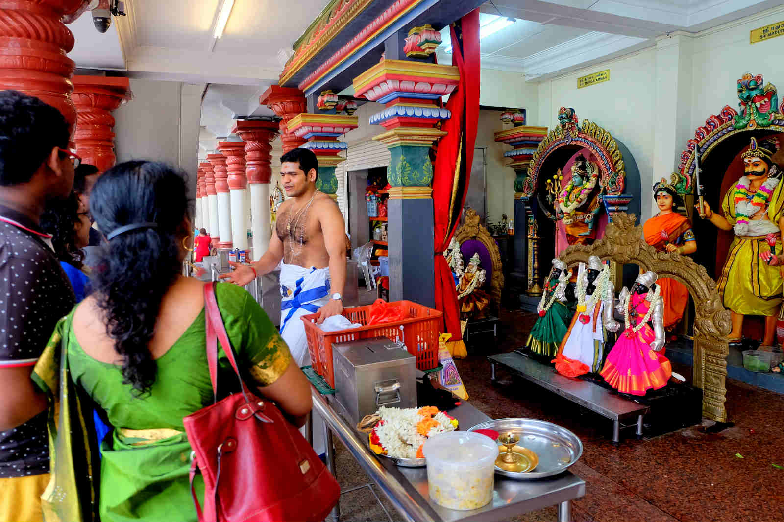 một mình ở singapore - đền sri mariamman
