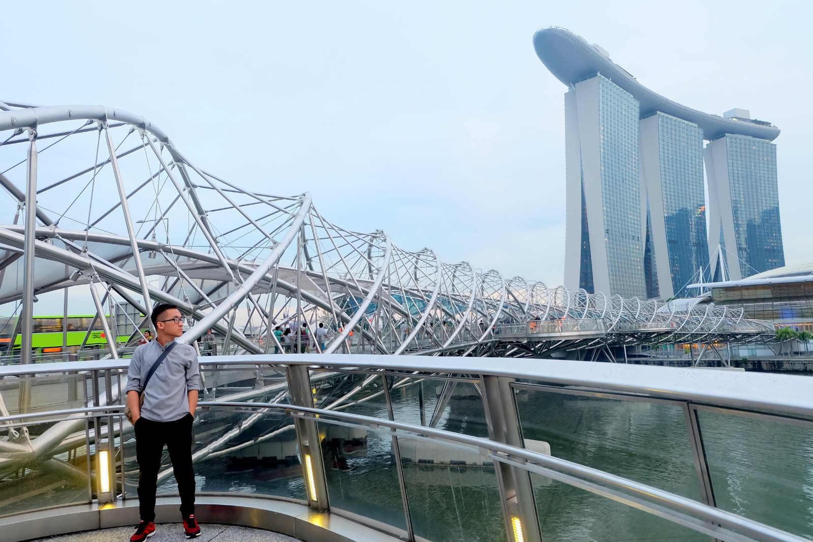 một mình ở singapore - cầu helix