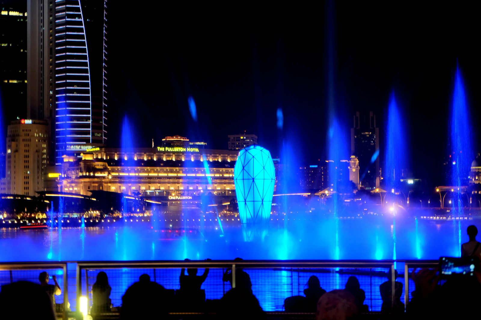 một mình ở singapore - nhạc nước
