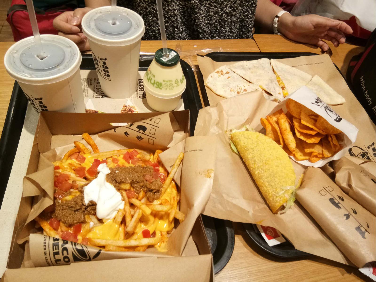 thức ăn ở sân bay trong chuyến du lịch tự túc hàn quốc