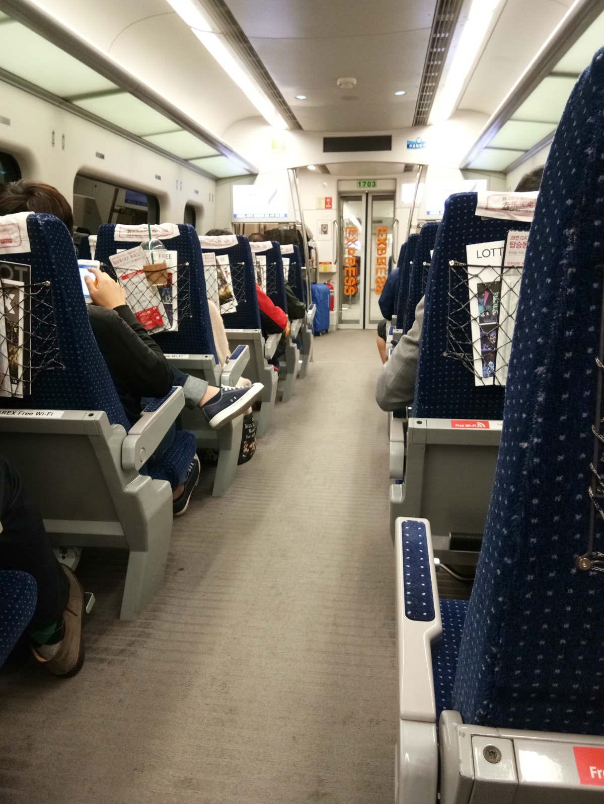 trên tàu về seoul trong chuyến du lịch tự túc hàn quốc