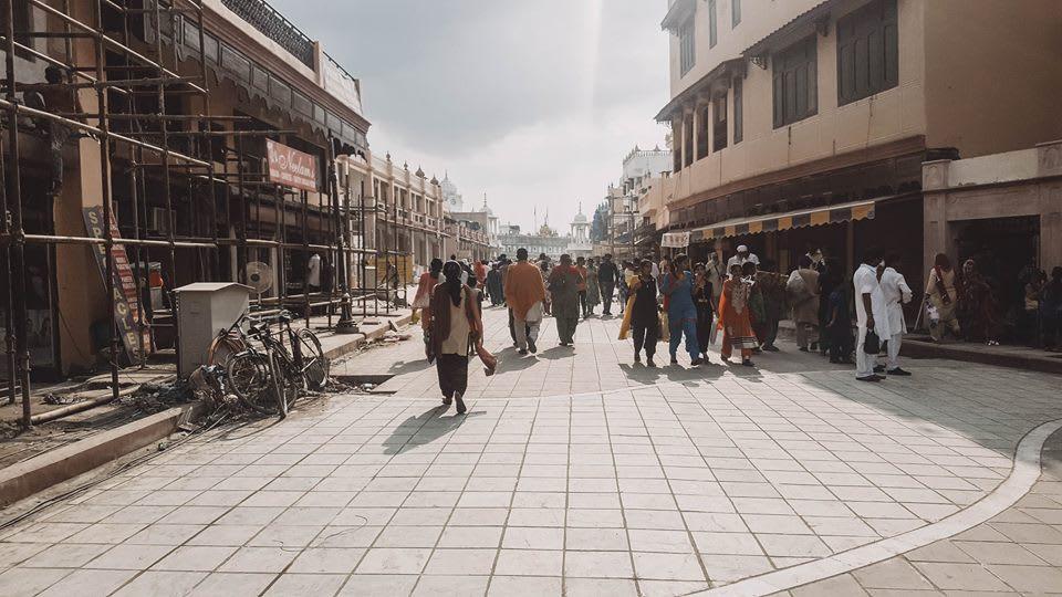 du lịch ấn độ một mình - con đường trước golden temple