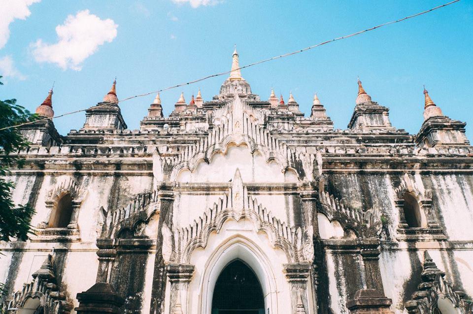 du lịch bagan - chùa ananda nhìn chính diện