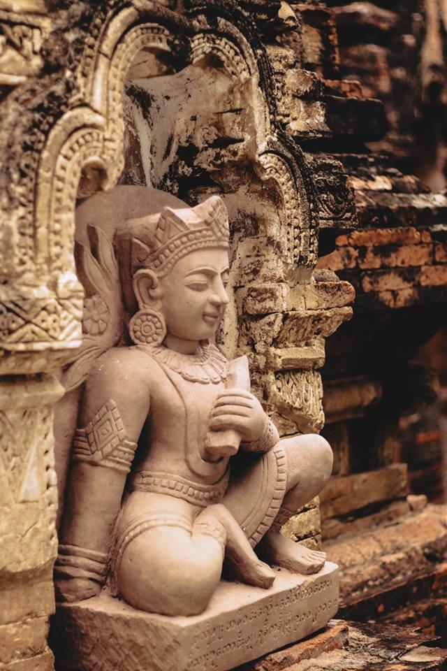 du lịch bagan - bức phù điêu ở chùa htilominlo