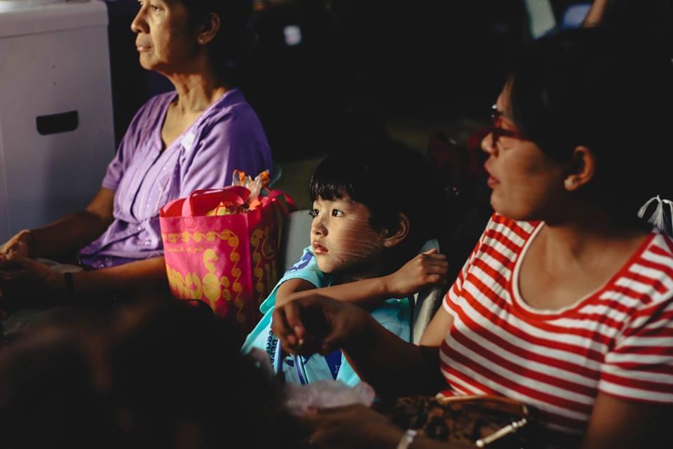 du lịch bagan - một em bé người dân bản địa