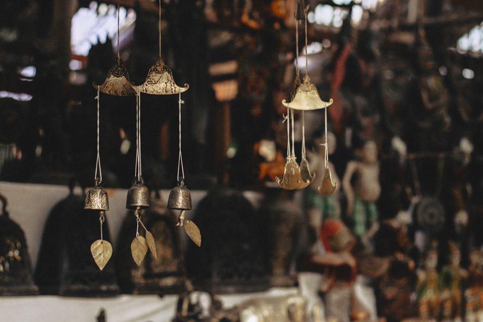 du lịch bagan - đồ mỹ nghệ truyền thống ở một chợ địa phương