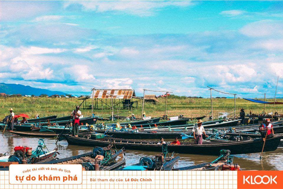 thuyền ở phiên chợ trong chuyến du lịch inle
