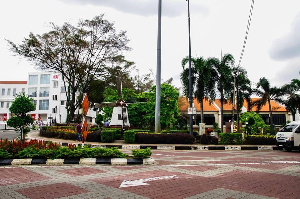 du lịch malacca - cối xay gió giữa phố