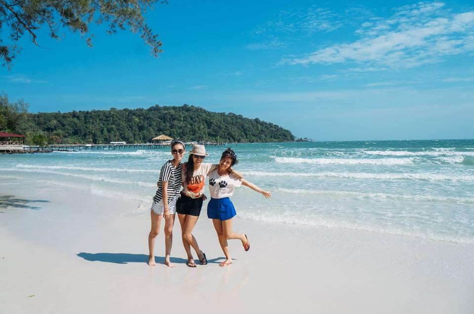 đi dạo dọc bãi biển saracen bay là kinh nghiệm đi koh rong samloem
