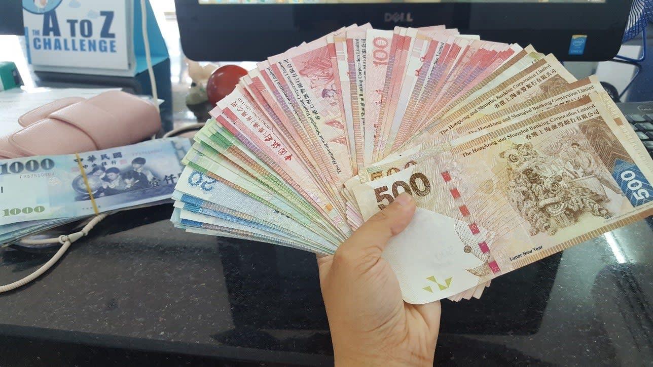 lịch trình du lịch hong kong: đổi tiền