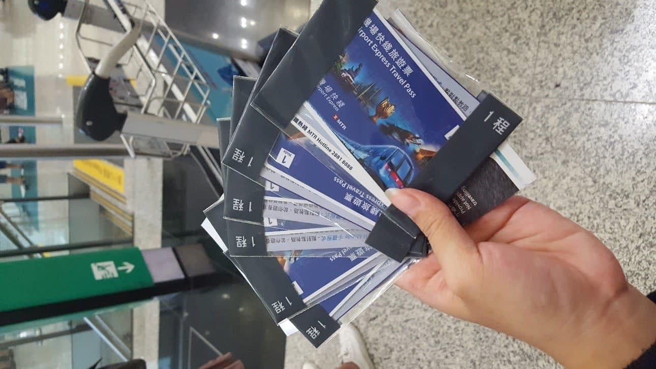 lịch trình du lịch hong kong: nhận sim tại sân bay