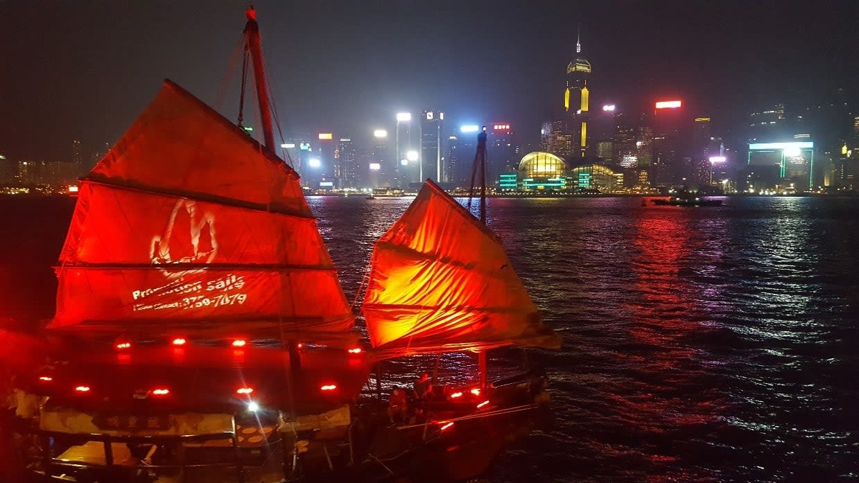 lịch trình du lịch hong kong: diễn ánh sáng ở bờ sông