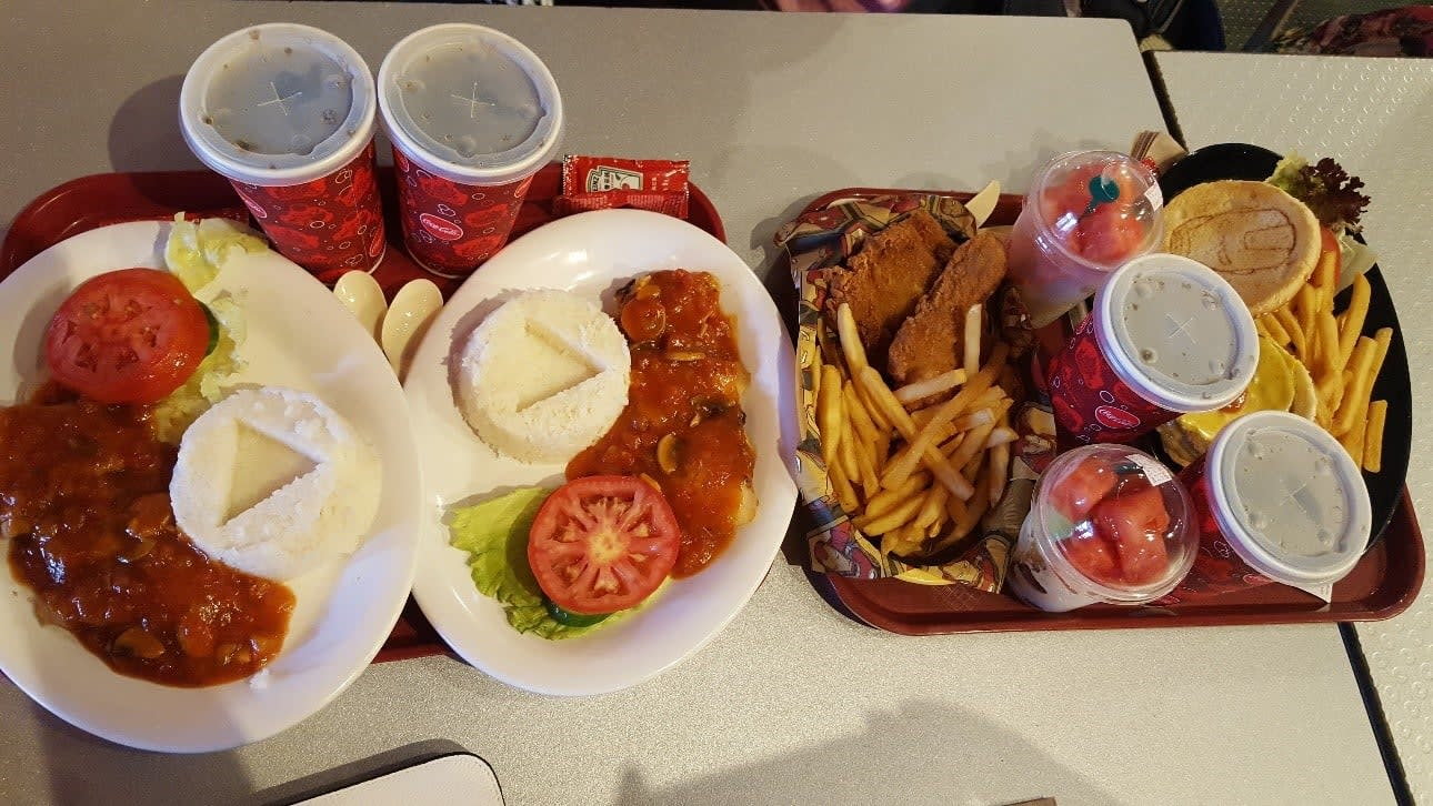 lịch trình du lịch hong kong: ăn nhẹ ở disneyland