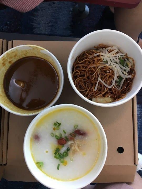 lịch trình du lịch hong kong: đồ ăn ở sân bay